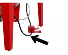 Luftschlauch zwischen dem Fußpedal und dem Druckmessgerät der Strahlkabine PP-T 0008